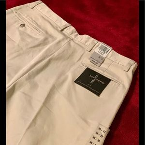   New With Tags Men's Khaki Dockers Size 36 x 32  